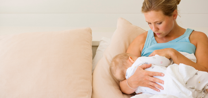 best breastfeeding items every mom must have
